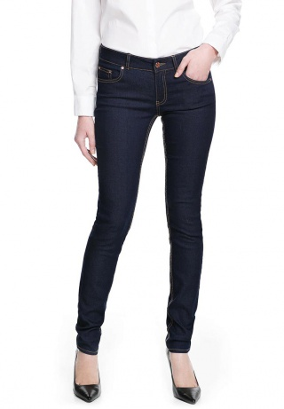 C чем носить узкие джинсы