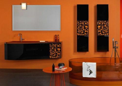 Черный и оранжевый в ванной
