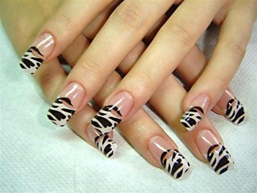 Рисунок на ногтях зубочисткой