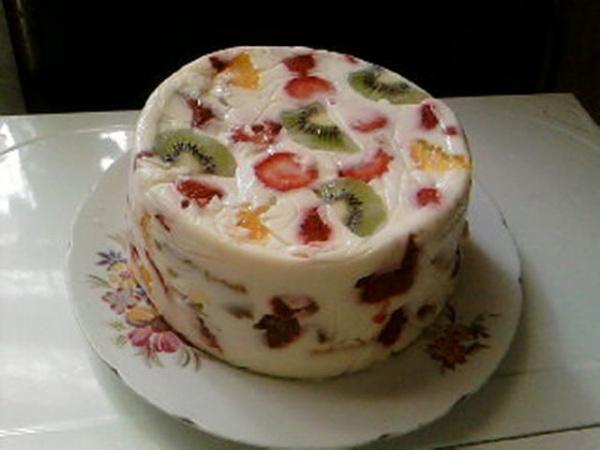 Сметанный торт с фруктами