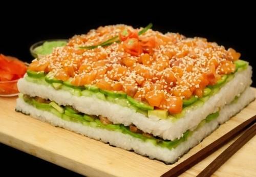 суши в виде торта