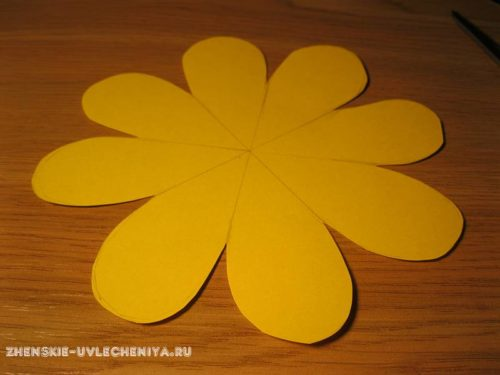 Цветок с конфетой