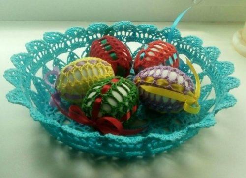 Корзиночка и яйца крючком