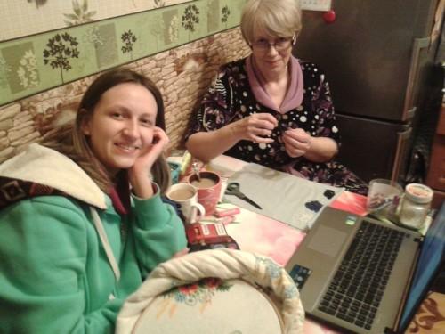 Мария с мамой-рукодельницей