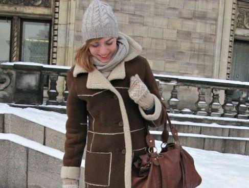 Stilnyi-zimnii-obraz-s-chem-nosit-dublenku-srednei-dliny
