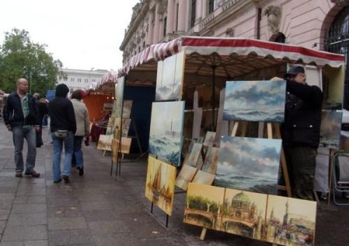Продажа картин на улице