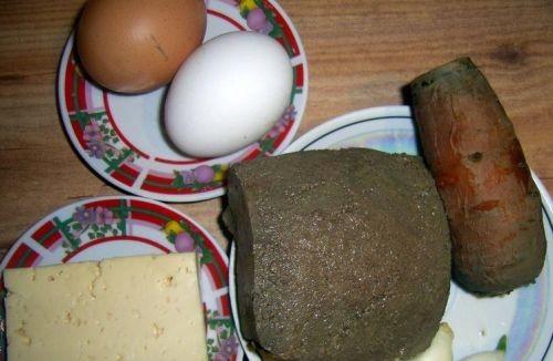 Pitatelnyi-pechenochnyi-salat-s-iaitcom-2