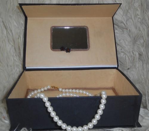 Shkatulka-iz-kartona-svoimi-rukami-4