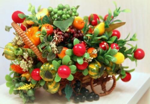 podelki-iz-iskusstvenny`kh-fruktov-i-iagod-20