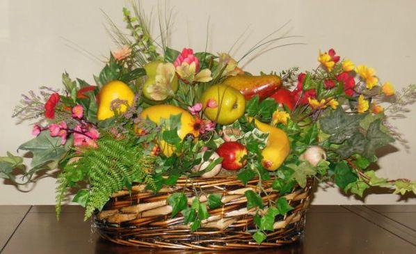Композиции с цветами и фруктами 27