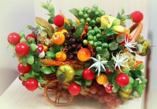podelki-iz-iskusstvenny`kh-fruktov-i-iagod-7