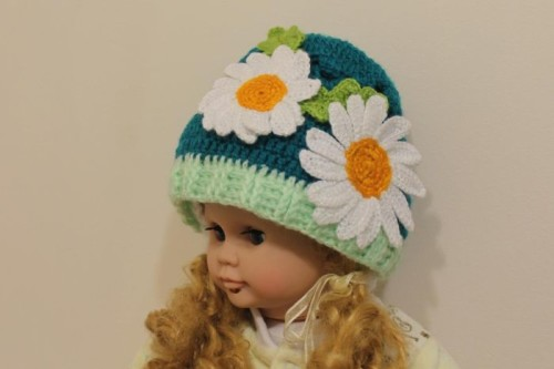 Вязаная шапочка для девочки
