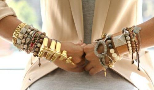 Kak-pravilno-nosit-braslet-na-ruke-1
