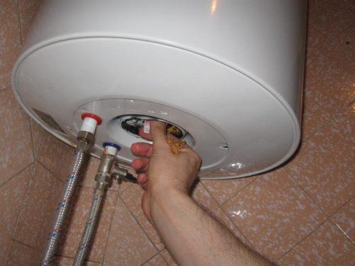 Как домашних условиях почистить бойлер