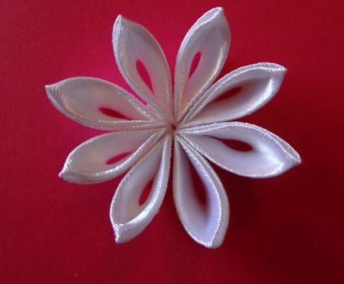 Мастер-класс: цветочная заколка канзаши своими руками