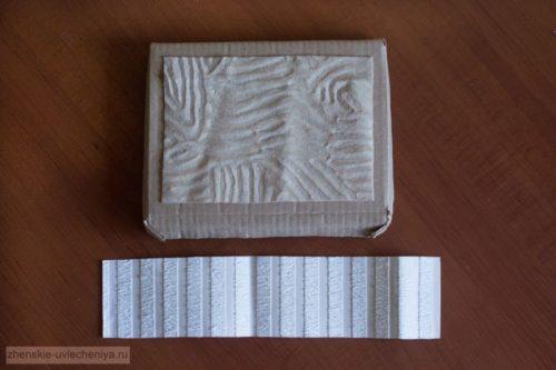 Korobochka-iz-kartona-svoimi-rukami-master-class-dekora-v-tekhnike-skrapbuking-17