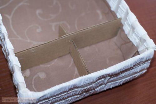 Korobochka-iz-kartona-svoimi-rukami-master-class-dekora-v-tekhnike-skrapbuking-21