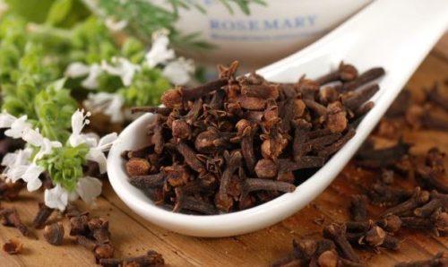poleznye-svoistva-gvozdiki-primenenie-gvozdichnogo-masla-kulinarii-meditcine-6