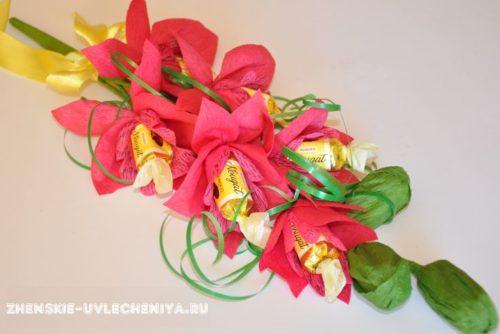 buket-orhideia-iz-konfet-gofrirovannoi-bumagi-master-class-0