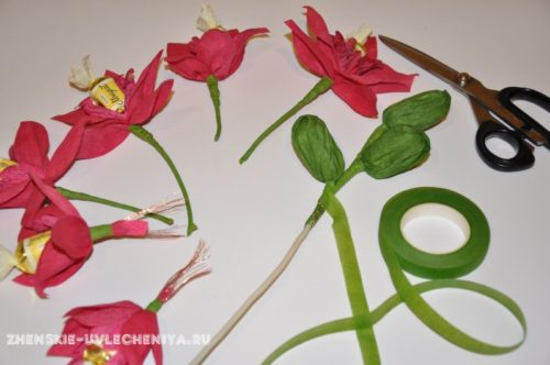 buket-orhideia-iz-konfet-gofrirovannoi-bumagi-master-class-25