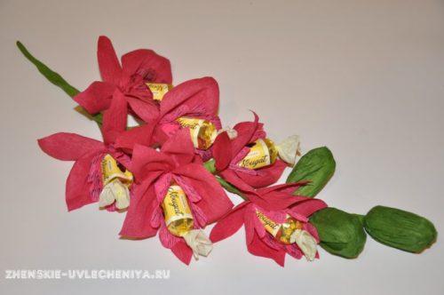 buket-orhideia-iz-konfet-gofrirovannoi-bumagi-master-class-28