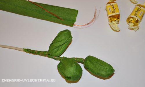 buket-orhideia-iz-konfet-gofrirovannoi-bumagi-master-class-5