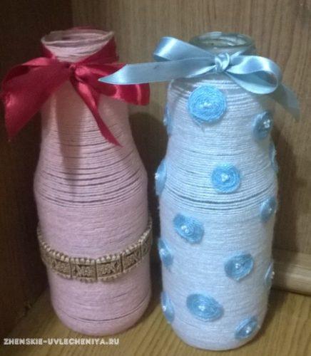 vaza-iz-butylki-svoimi-rukami-v-prostoi-tekhnike-dekorirovaniia-priazhei-14