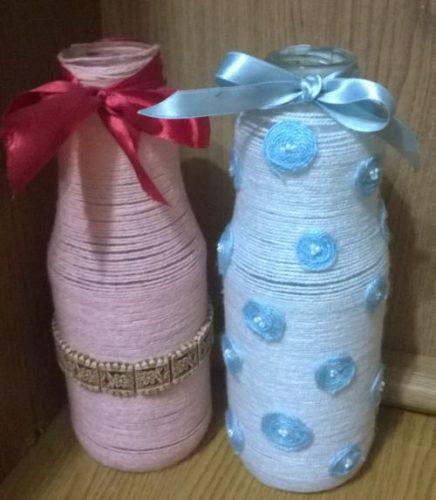vaza-iz-butylki-svoimi-rukami-v-prostoi-tekhnike-dekorirovaniia-priazhei-15