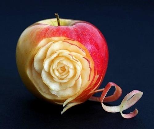 Vkusnoe-zhenskoe-uvlechenie-karving-dlia-ovoshchei-i-fruktov-dlia-dushi-i-prazdnichnogo-stola-4