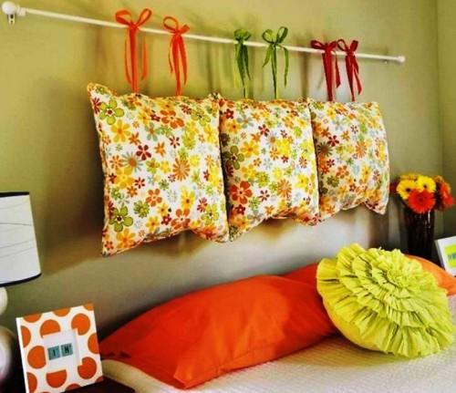 Украшение стен подушками