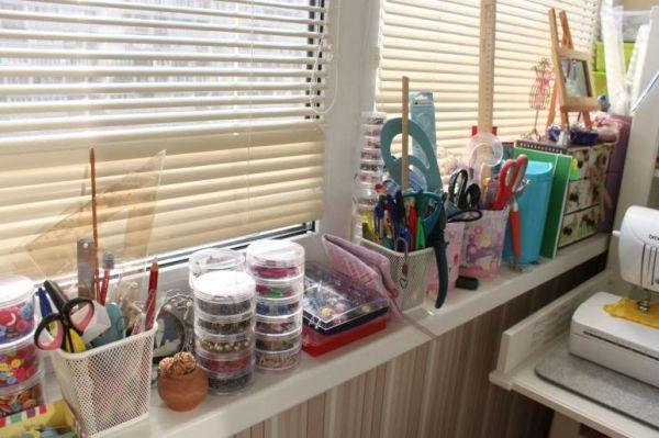 Рабочее место рукодельницы в квартире: варианты и фото орган.