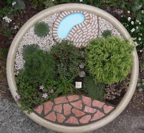 Мини-сад с водоемом