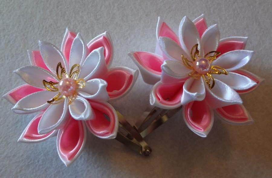 Zakolka-kanzashi-svoimi-rukami-master-class-po-sozdaniiu-dvukhsloinogo-tcvetka-24 Заколка канзаши своими руками: мастер-класс по созданию двухслойного цветка