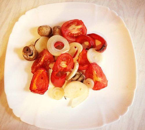 Тёплый салат с обжаренным болгарским перцем – кулинарный рецепт