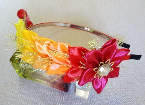 Obodok-kanzashi-v-originalnoi-tekhnike-master-class-s-poshagovymi-foto-25-500x363 Канзаши бантики и цветы из атласных лент своими руками 100 разных идей для вдохновения. Лепестки канзаши из лент 5 мастер классов.
