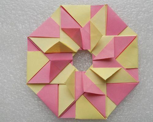 modulnoe-origami-dlia-nachinaiushchikh-venok-15