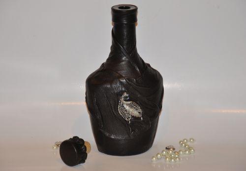 Декор бутылки кожей своими руками: мастер-класс с пошаговыми фото для новичков