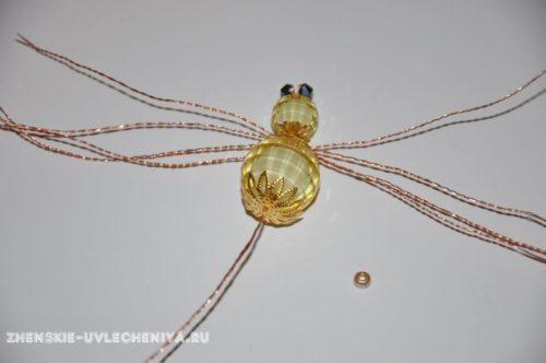 Плетение паука из бисера и бусин