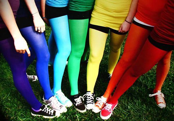 голые девушки в цветных колготках фото