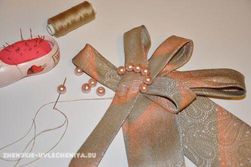 женское украшение из мужского галстука