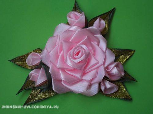 rozy-iz-atlasnykh-lent-svoimi-rukami-mater-class-1-500x375 Сборка розы из атласных лент своими руками в пошаговом матер-классе