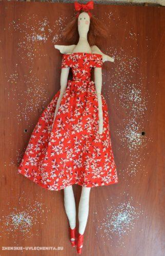 Тильда в платье