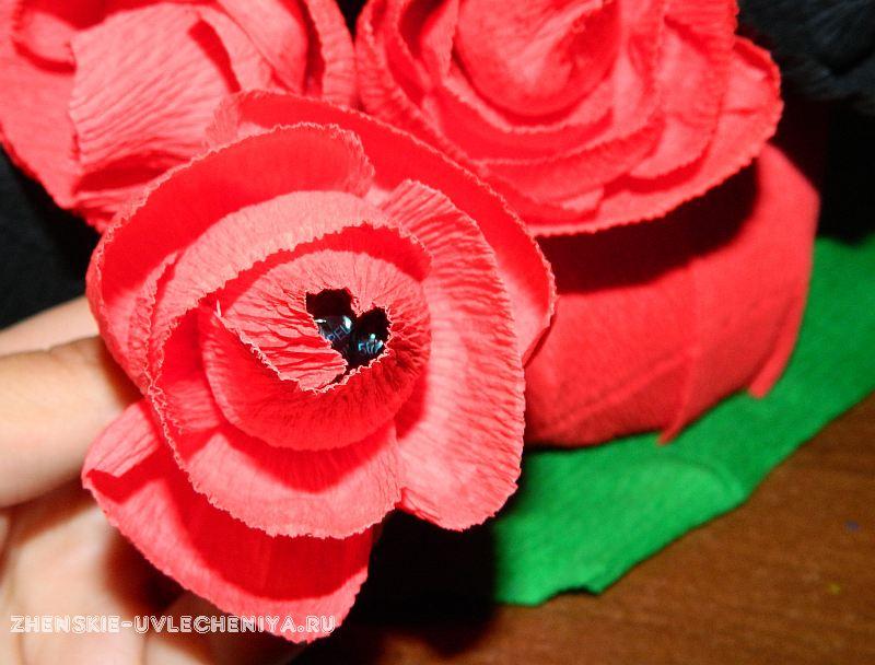 Novogodniaia-korzina-s-konfetami-i-igrushkoi-3 Подарки для мамы своими руками в пошаговых мастер-классах по рукоделию