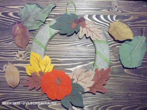 венок из фетра с осенними листьями