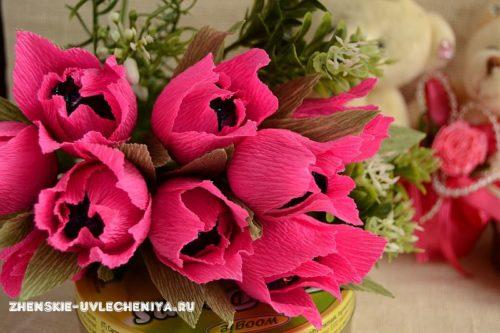 Тюльпаны из гофрированной бумаги с конфетой
